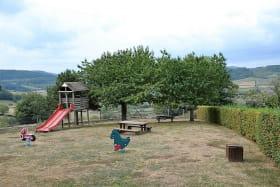 Gîtes de Priangue à Saint-Jacques-des-Arrêts (Rhône - Monts du Beaujolais) : terrain commun.