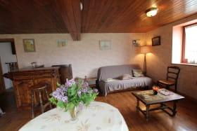 'Gite de La Collonge' à Affoux (Rhône - Monts du Beaujolais): le salon.