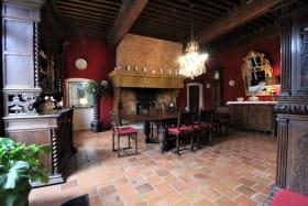 Grand gîte du Château de Charfetain à Brullioles (12 personnes, Rhône - Monts du Lyonnais) : la salle à manger.