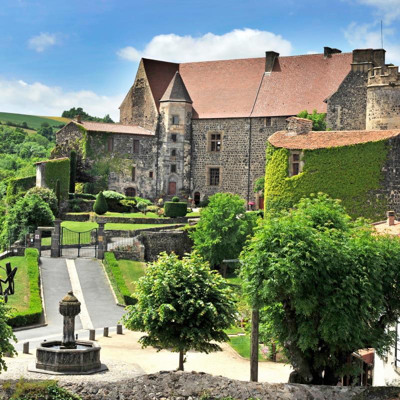 Vue du Château Royal de Saint-Saturnin