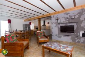 Salon du RDC, TV écran plat et wifi
