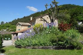 La propriété abrite le gîte et notre habitation- Indépendance respectée.