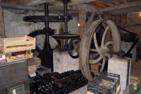 Intérieur du Moulin et réserve de cidre...