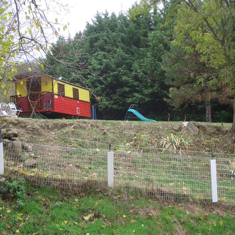 La roulotte dans son parc