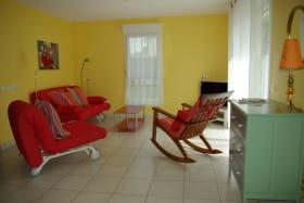 gîte rural L'écouée à thiel sur acolin dans l'Allier en AUVERGNE, le salon(entrée-salon-cuisine 52m2)