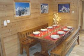 La grande table pour les repas