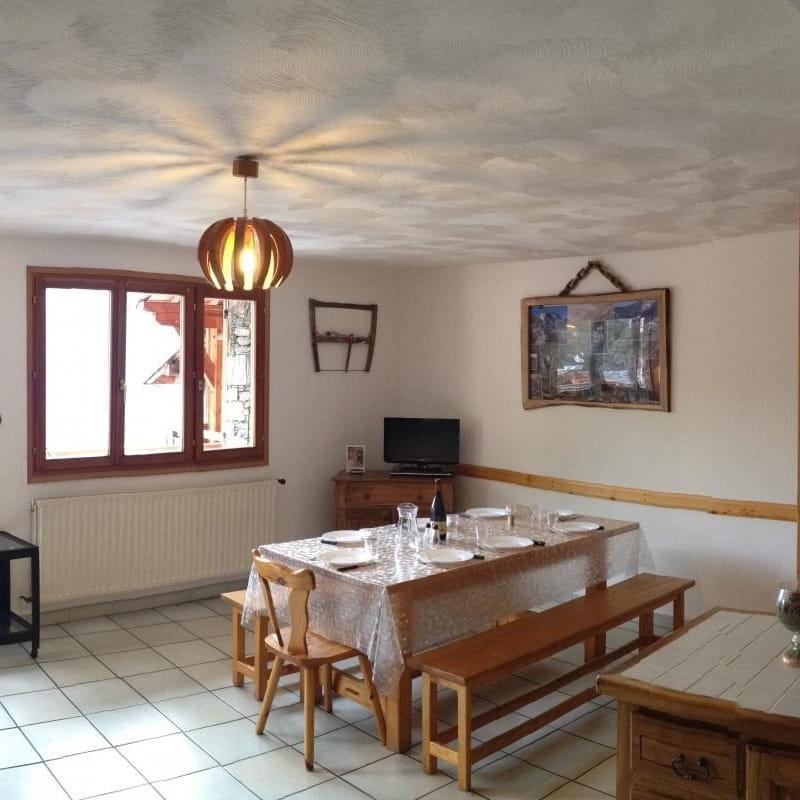 vue panoramique du séjour + cuisine
