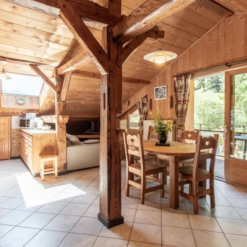 Pièce principale avec cuisine ouverte sur espace repas & détente