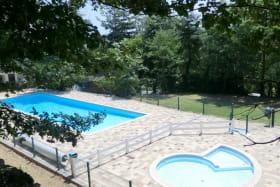 Accès gratuitement à la piscine de juin à août.