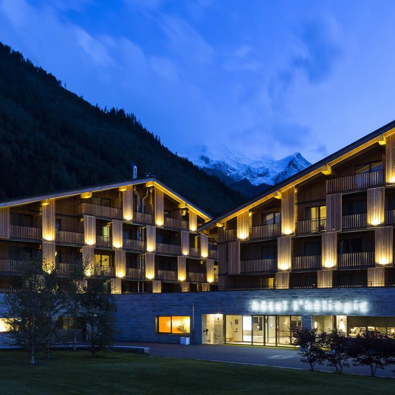 Façade Hotel
