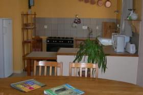 Gîte à Légny, en Beaujolais dans le Rhône : la cuisine.