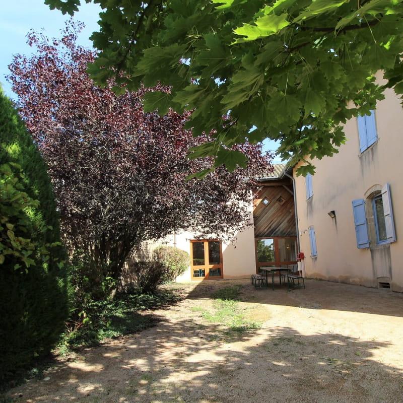 Grand gîte à St Igny de Vers, en Haut Beaujolais dans le Rhône.