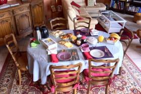 Chambre d'hôtes 'La Fuserie' à Ouroux (Rhône - Beaujolais Vert) : petits déjeuners.