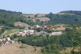 Gîte de groupe (40 personnes) à Cenves en Haut Beaujolais - Rhône : le village de Cenves.