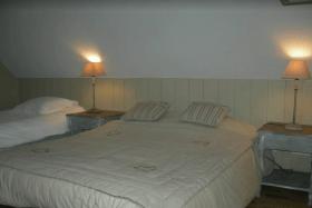Chambre double et lit simple