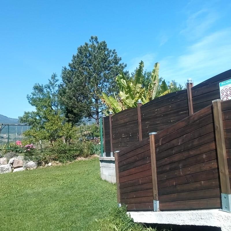Entrée de la piscine et vue sur le Mont Granier