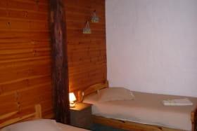 chambre 2 lits simple, jumelée avec chambre lit double (possibilité troisième couchage)