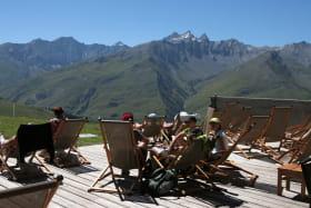 La Terrasse et sa vue sur les montagnes
