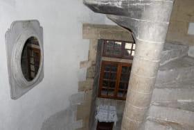 Gîte Donjon de Lastic - Escalier à vis