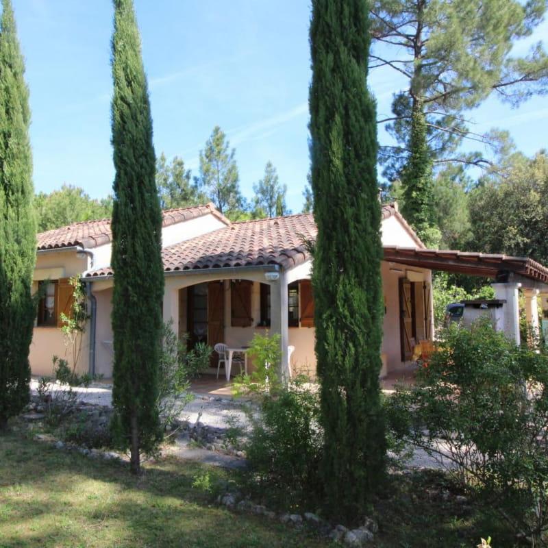 Villa avec 1300m de terrain, accès par chemin privé