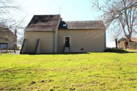 Gîte La Brûlette à Saint-Sauvier, dans l'Allier en Auvergne. Façade arrière avec terrain