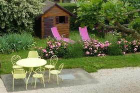 'Gîte des Hortensias', Le Perréon (Rhône, Beaujolais) : jardin et terrasse du gite.