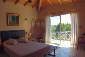 chambre sur terrasse et piscine