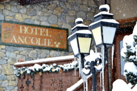 Entrée du restaurant l'Alpenrose, dans l'hôtel Ancolie