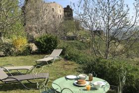 Terrasse avec vue sur Tournoël