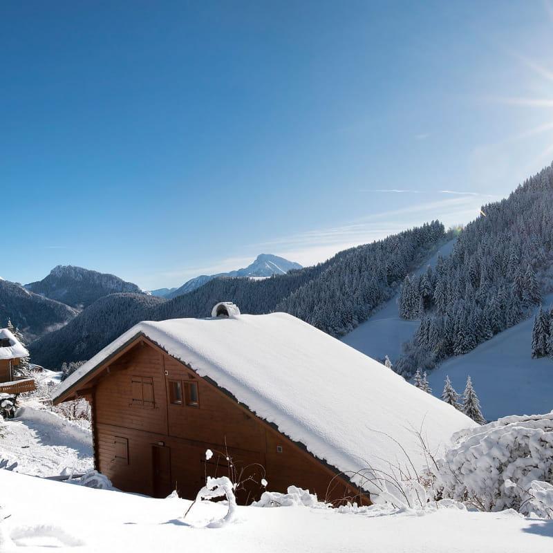 Les chalets enneigés du Col du Corbier
