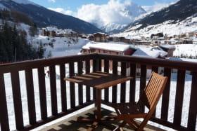 valcenis-lanslevillard-balcon-vue-hiver