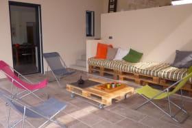 salon d'exterieur situé sous la terrasse couverte