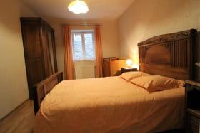 Le Gîte des Tuillières à Bagnols, dans le Beaujolais - Rhône : la chambre (1 lit 2 personnes).