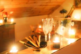 bar entre salon et cuisine : ambiance romantique et festive...