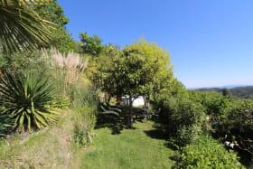 Jardin avec vue panoramique et piscine hors-sol