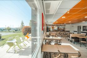 Salle des petits déjeuners et terrasse