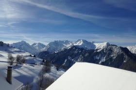 vue depuis le gîte l'hiver et les magnifiques sommets du Parc National des Ecrins