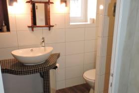 Chambres d'hôtes La Bergerie à Lussas - Salle d'eau chambre Dakar