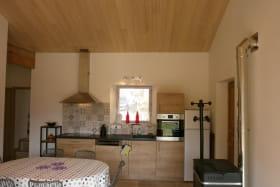 La Campanella - Cuisine / séjour avec poêle à granulés