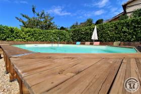 Gîte de Pelozane à Charnay - Région des Pierres Dorées - Beaujolais - Rhône : piscine commune avec les propriétaires.
