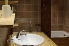 Salle de bain, double vasque et baignoire