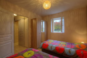 la  chambre  d'  étage  et  ses  2  lits  simples