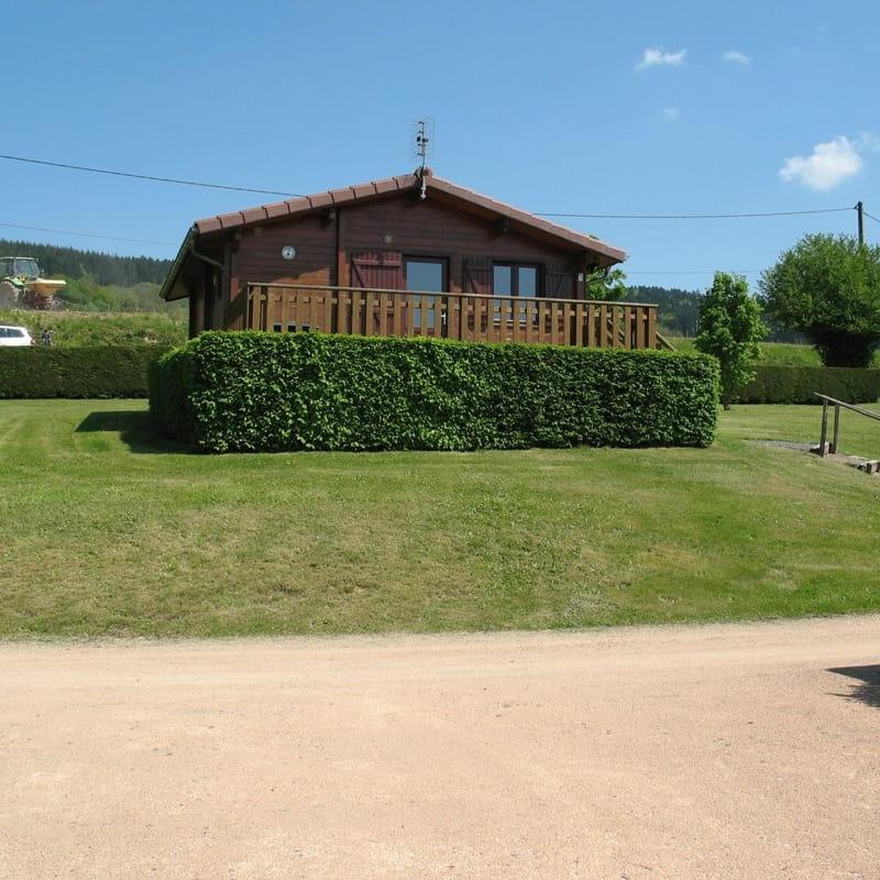 Chalet-Gîte du Plan d'eau d'Azole (Gîte N° 5) à Propières (Rhône - Beaujolais Vert)