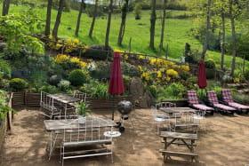 salon de jardin avec chaises longues