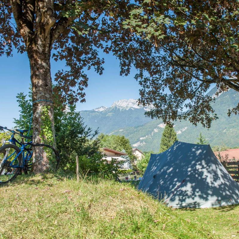 Camping nature avec vue sur le lac Annecy