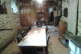 à Saint André, en Vanoise, la salle à manger du gîte d'enfants le Klya des Lanste