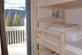 chambre refuge lits 90x200, le couchage en hauteur ne convient pas aux enfants de moins de 6 ans