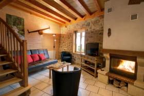 Espace salon avec cheminée