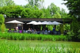Terrasse du Restaurant La Réserve à Villars les Dombes dans le Parc des Oiseaux
