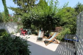 Gite 'La Vautière' à Saint-Symphorien-D'Ozon (Rhône, Sud de Lyon) : la terrasse privative.